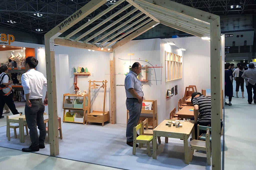 ㈱大和屋さんの子供向け木の家具